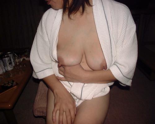 素人熟女ヌード画像 011
