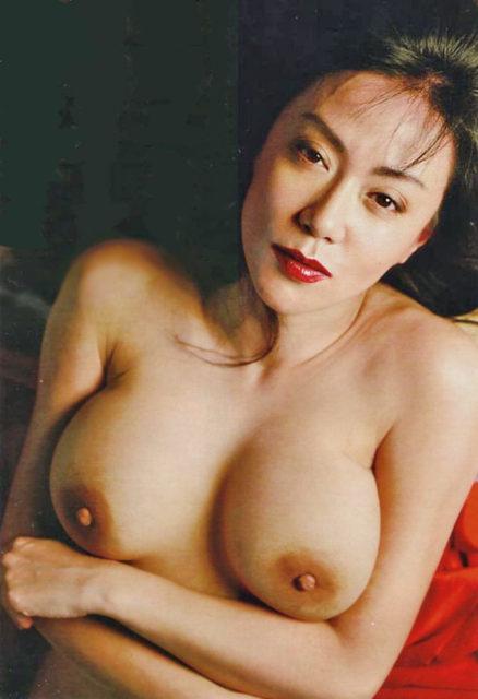 横山エミー 画像040