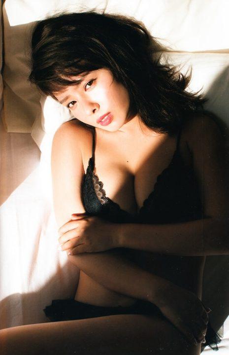 山田菜々 ヌード&水着画像022