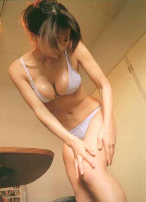 相澤仁美 写真集の水着画像122枚!93cmでIカップの軟乳グラドルのセミヌードや水着画像! 相澤仁美エ□画像