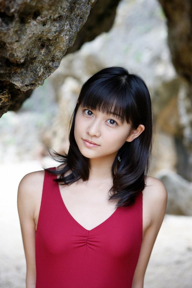 和田彩花 写真集の水着画像164枚!大仏好きアイドルの八重歯が超かわなセクシー画像!