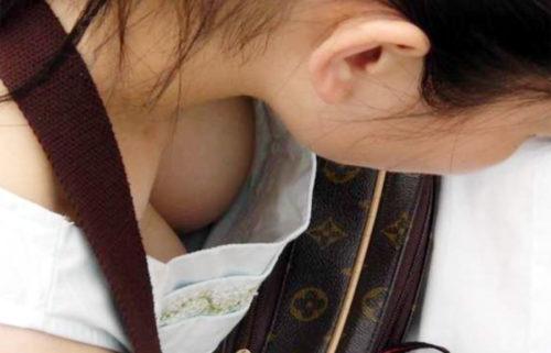 胸チラ 画像064