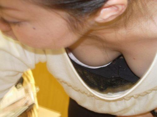 胸チラ 画像080