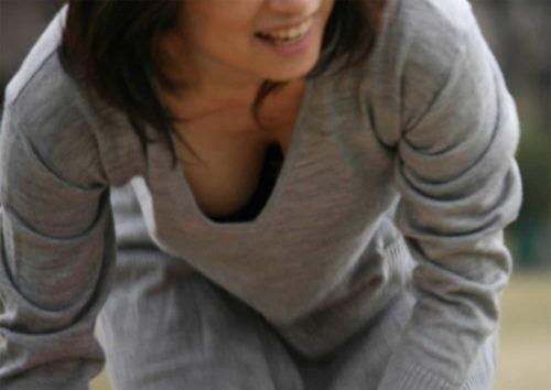 胸チラ 画像097