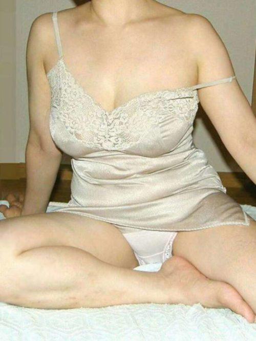 シミーズ熟女 画像038