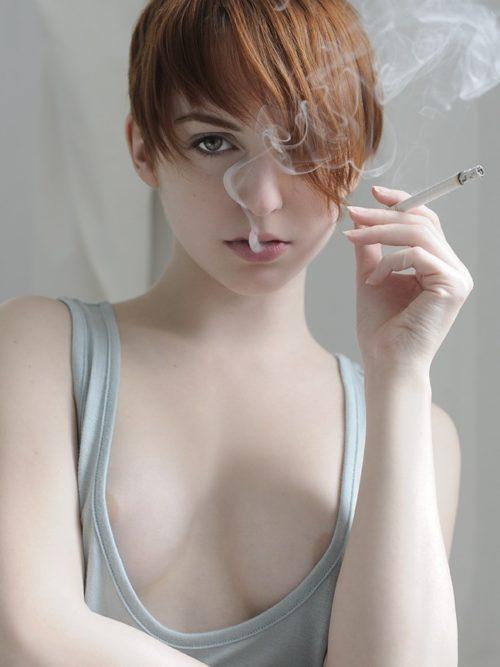 たばこヌード 画像012