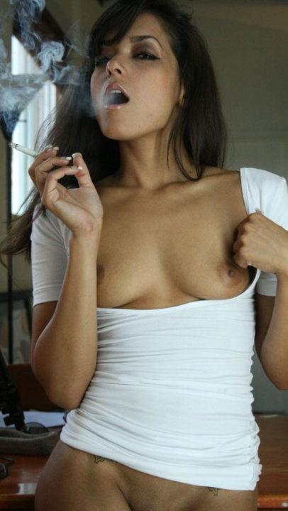 たばこヌード 画像076