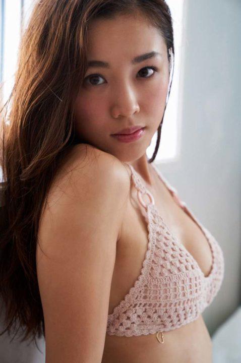 石田安奈 画像019