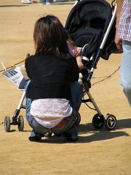 子連れママパンチラ 画像006