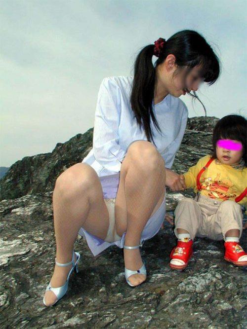 子連れママパンチラ 画像017