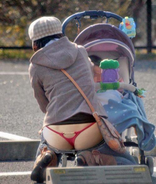 子連れママパンチラ 画像028