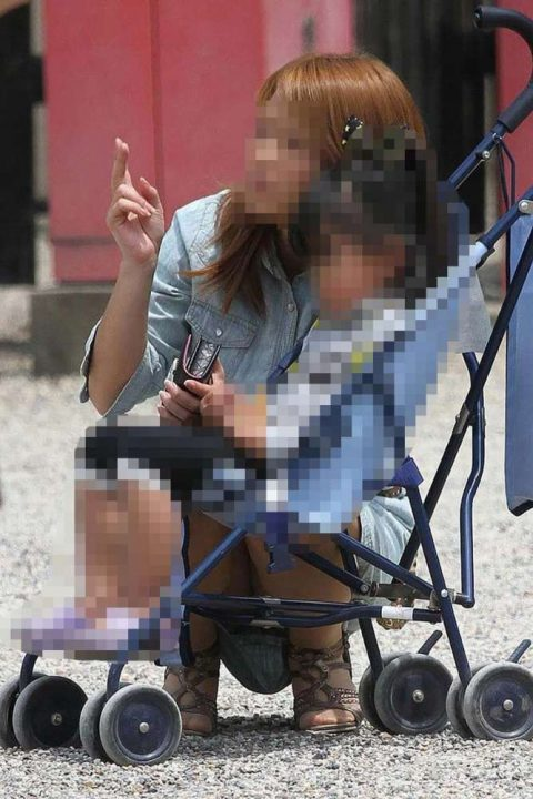 子連れママパンチラ 画像034