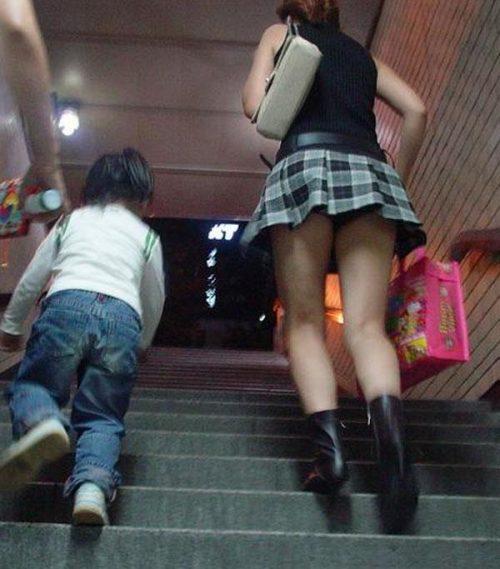子連れママパンチラ 画像074