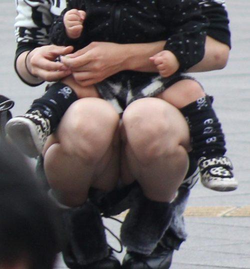 子連れママパンチラ 画像079