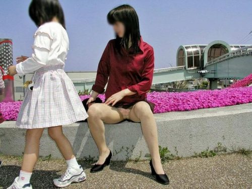 子連れママパンチラ 画像093