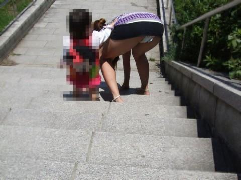 子連れママパンチラ 画像095