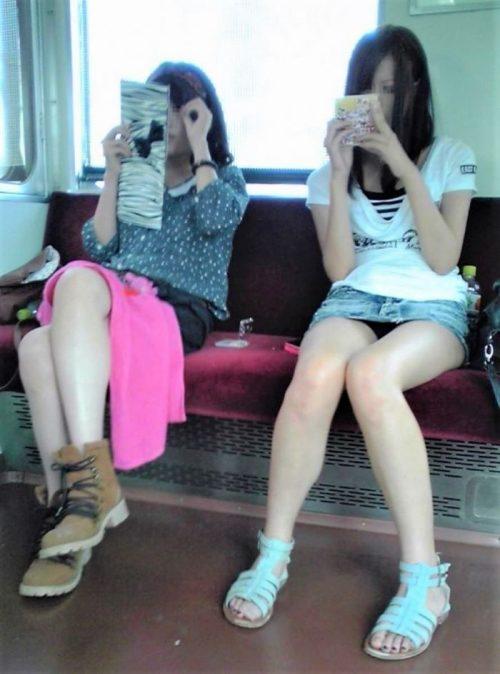 電車パンチラ 画像005
