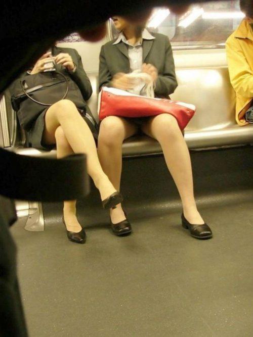 電車パンチラ 画像007