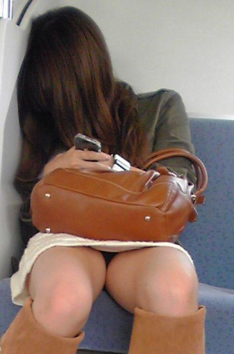電車パンチラ 画像015
