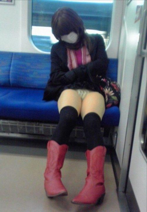 電車パンチラ 画像022