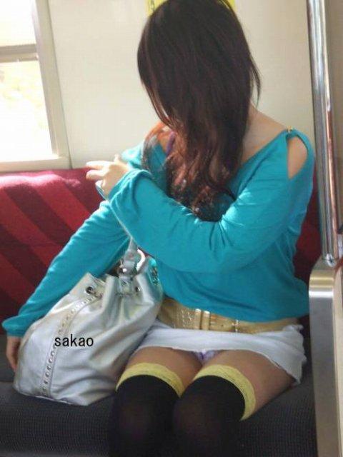 電車パンチラ 画像039