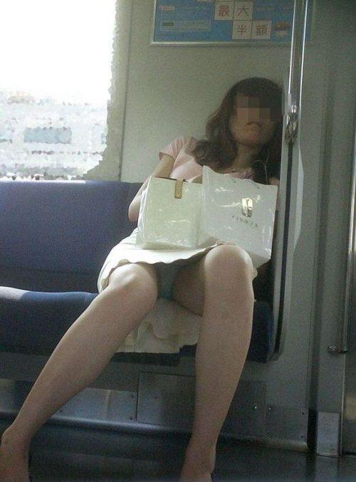 電車パンチラ 画像046