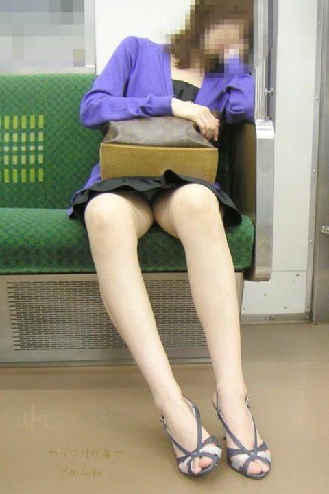 電車パンチラ 画像054
