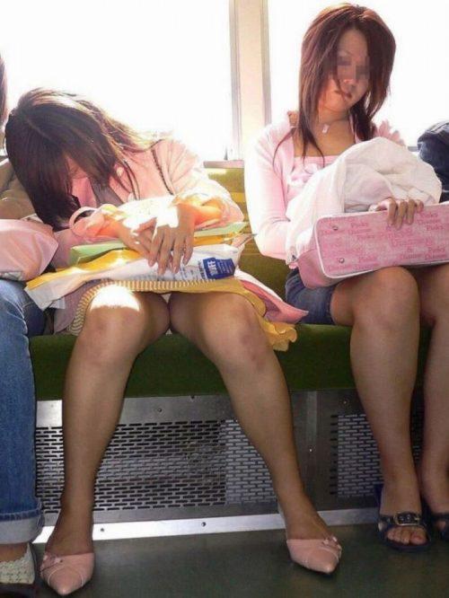 電車パンチラ 画像064