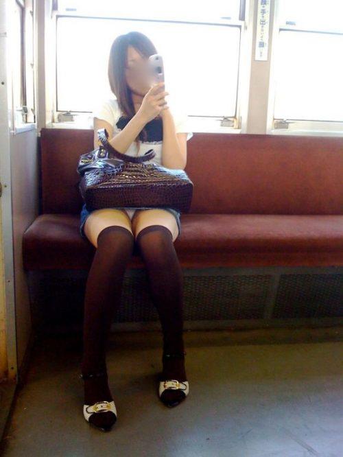 電車パンチラ 画像068