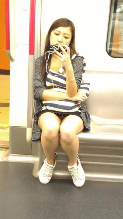 電車パンチラ 画像084