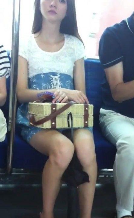 電車パンチラ 画像088