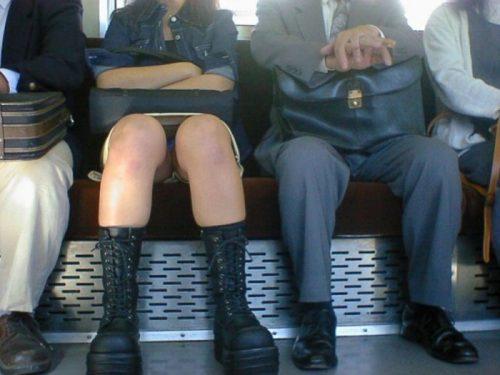 電車パンチラ 画像107