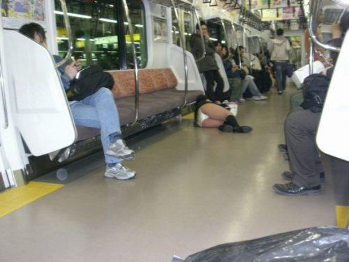 電車パンチラ 画像116