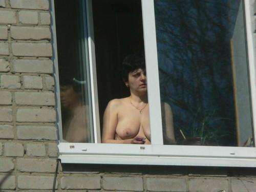 двое подсматривали за соседкой нас