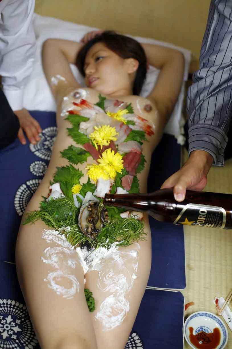 女体盛り 画像175枚!わかめ酒と女体盛りの酒池肉林パーティエロ画像!