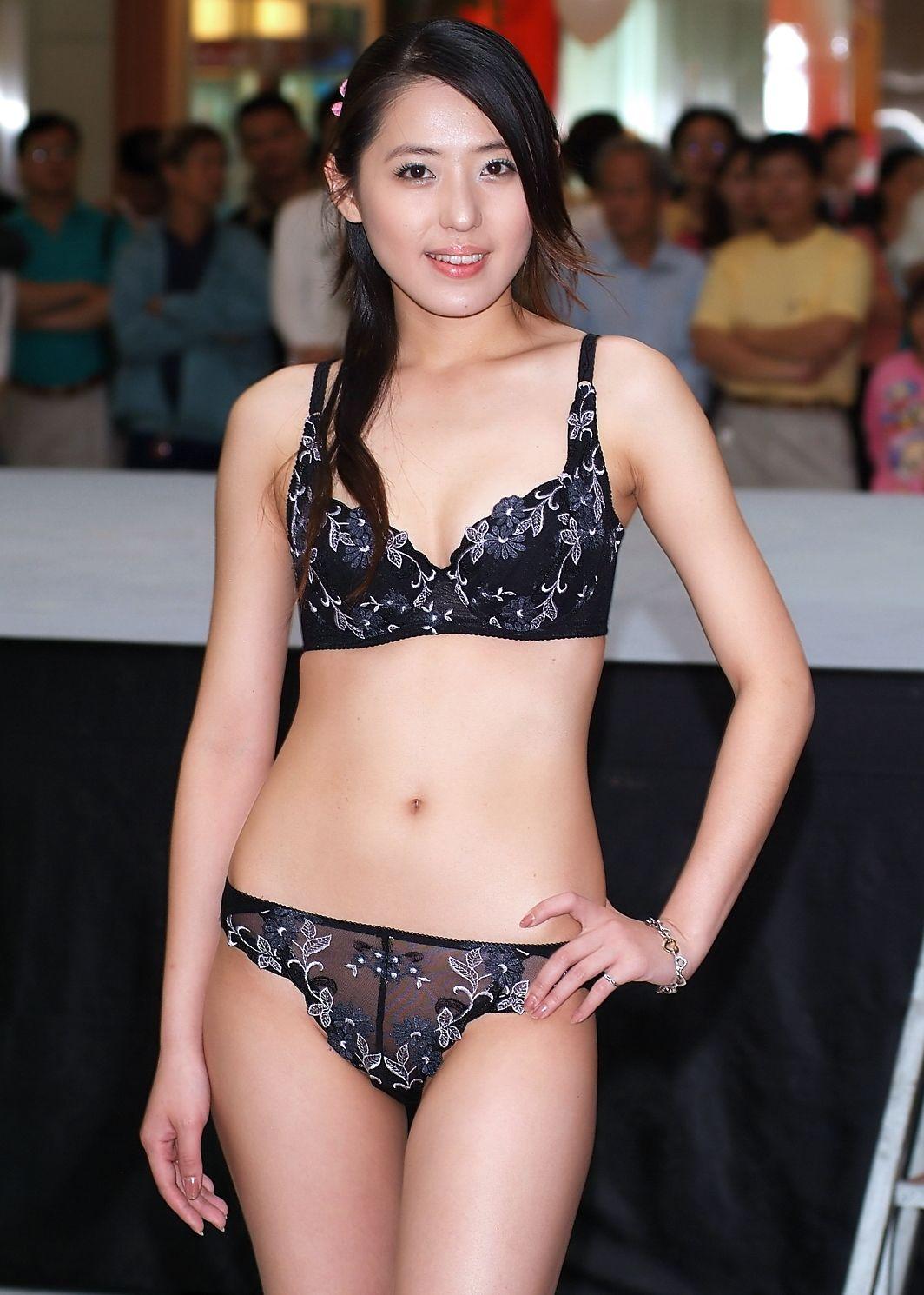 下着ショー 中国 陰毛 下着ファッションショー エロ画像63枚!中国人モデルのランジェリーショーがエロすぎるんだがwwwww