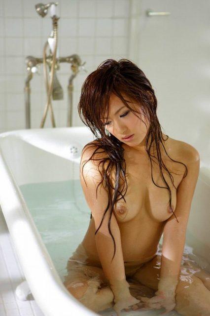 お風呂ヌード 画像025