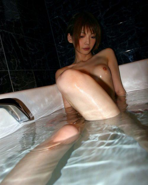 お風呂ヌード 画像052