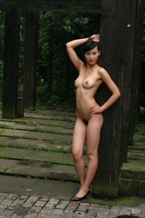 中国人野外ヌード画像 006