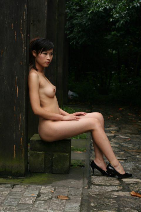 中国人野外ヌード画像 008