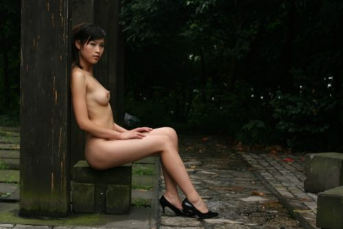 中国人野外ヌード画像 009