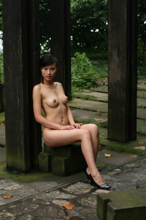 中国人野外ヌード画像 010