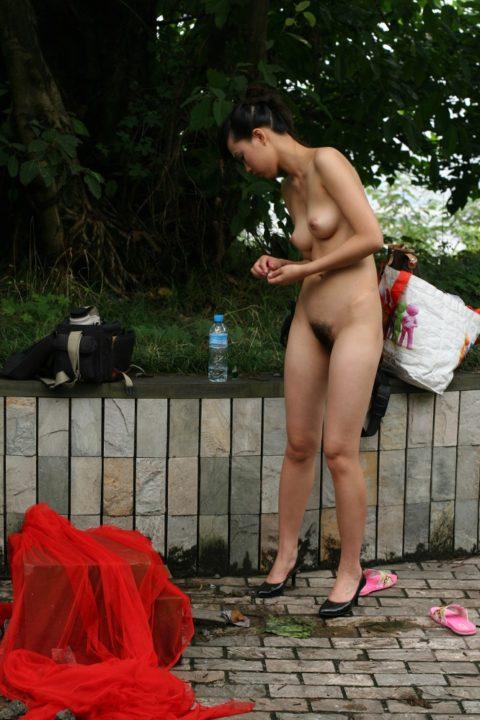 中国人野外ヌード画像 069