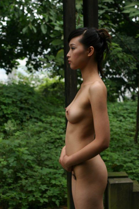 中国人野外ヌード画像 070