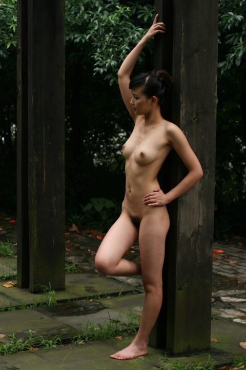 中国人野外ヌード画像 089