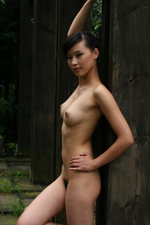 中国人野外ヌード画像 092