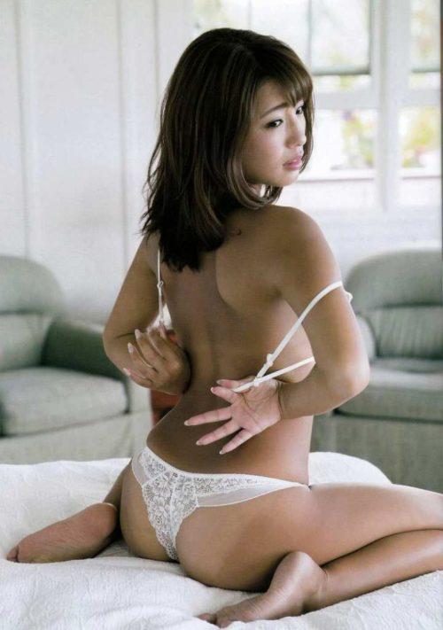 橋本梨菜 009