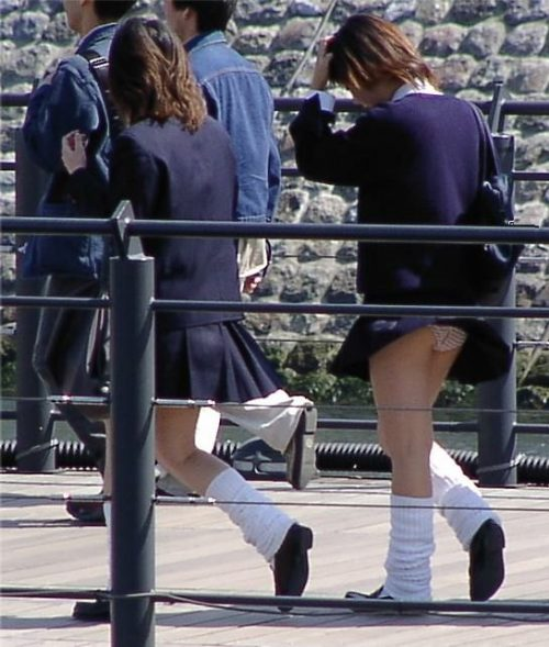 JKパンチラ 画像(強風)041