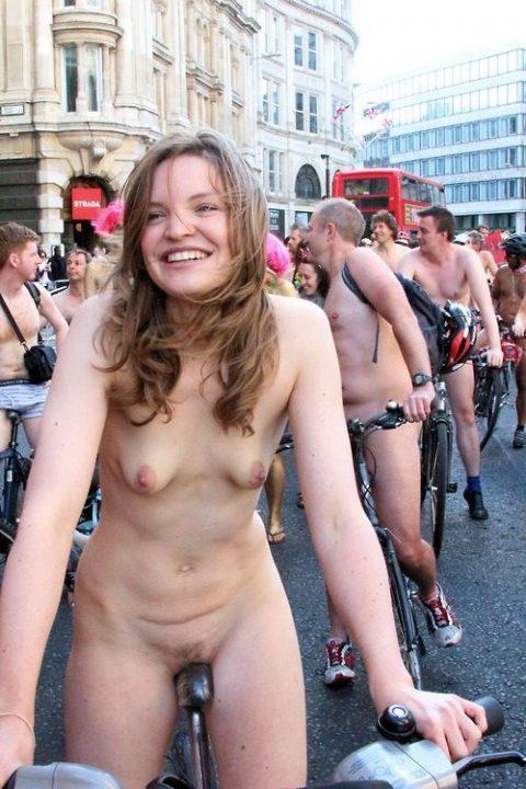 全裸サイクリング 画像024