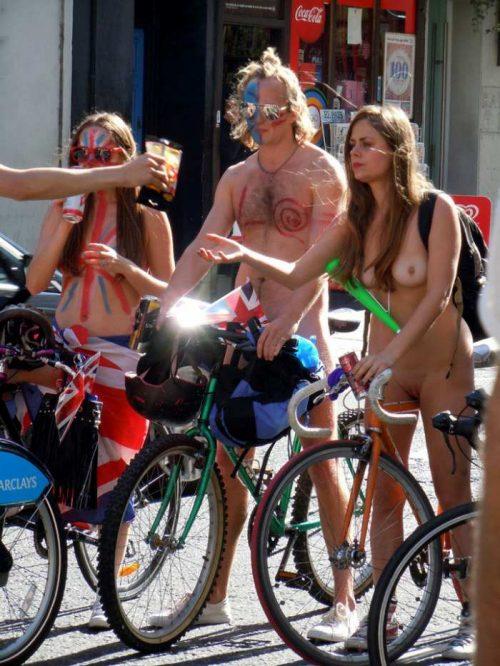 全裸サイクリング 画像040